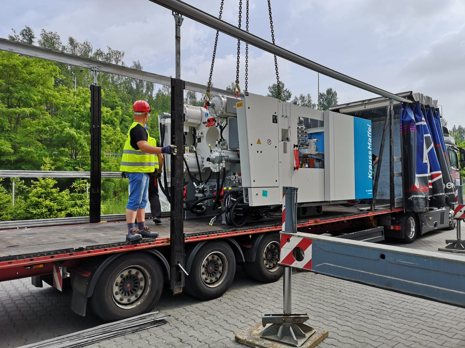SOSNOWIEC >> Introduction of the injection molding machine